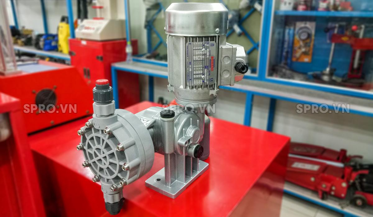 Bơm định lượng hóa chất FWT D0115
