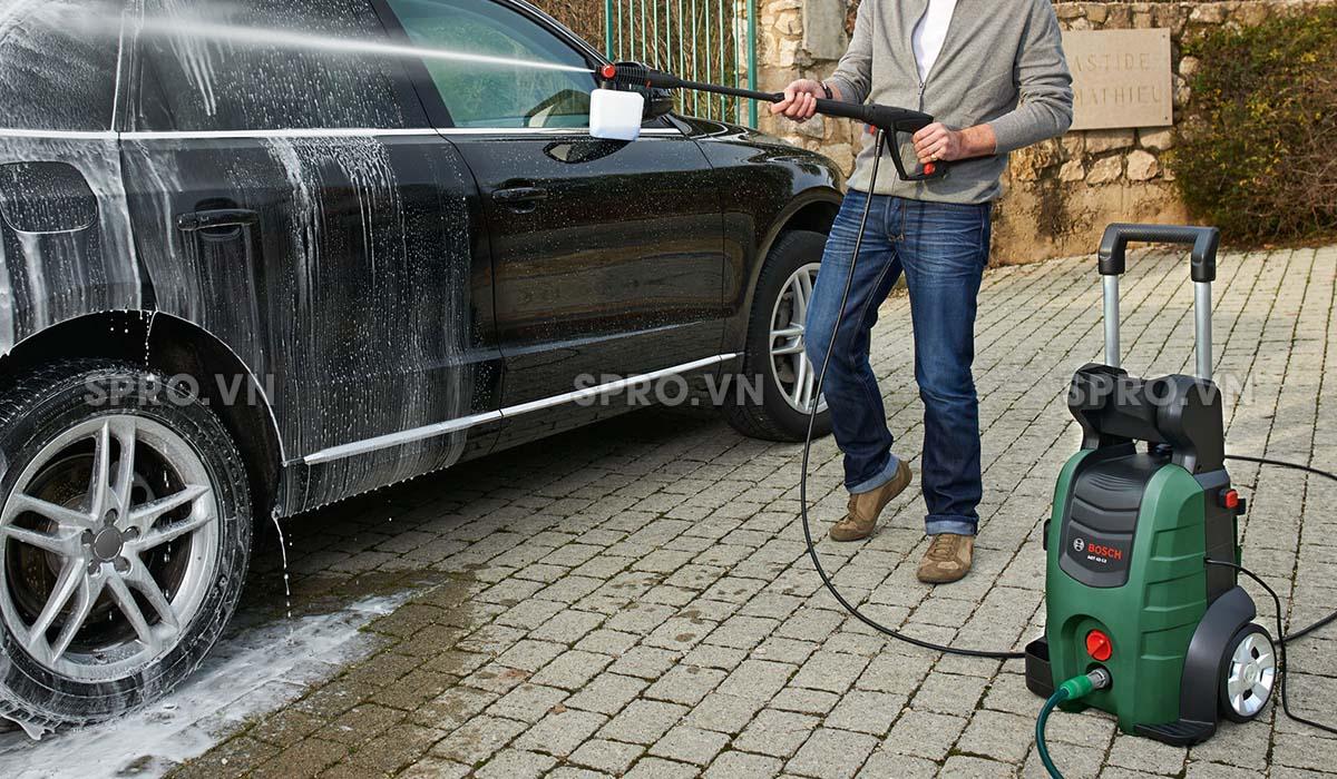 Máy rửa xe gia đình Bosch Aquatak 42-13 có thể sử dụng trong nhiều công việc