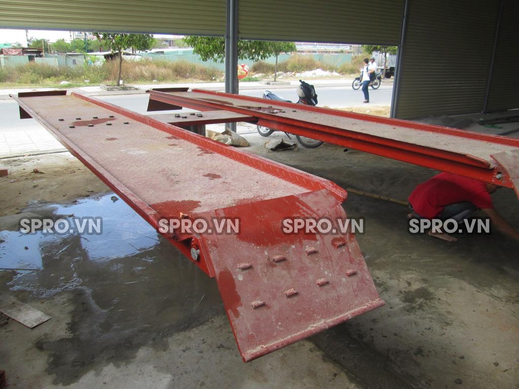 Cầu nâng 1 trụ rửa xe ô tô loại nổi xuất xứ Việt Nam