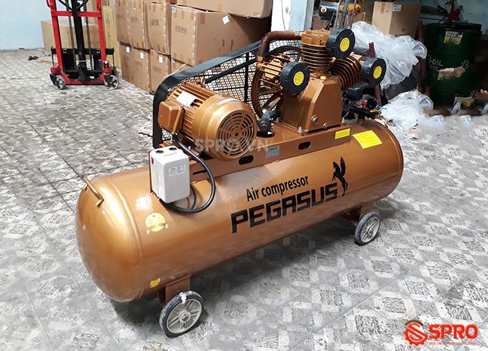 Máy nén khí 10HP giá rẻ Pegasus TM-W-1.0/8-330 dung tích 330L
